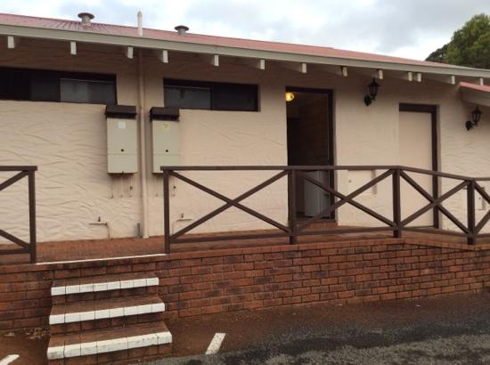 Karri Forest Motel : attractive entrance to accommodation