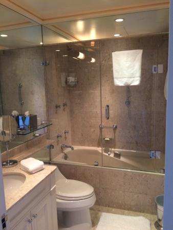 The Carlyle, A Rosewood Hotel: Compact Bathroom  Entirely Mirrored