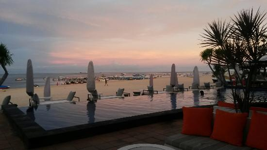 Whacko Beach Club: The pool at sunset