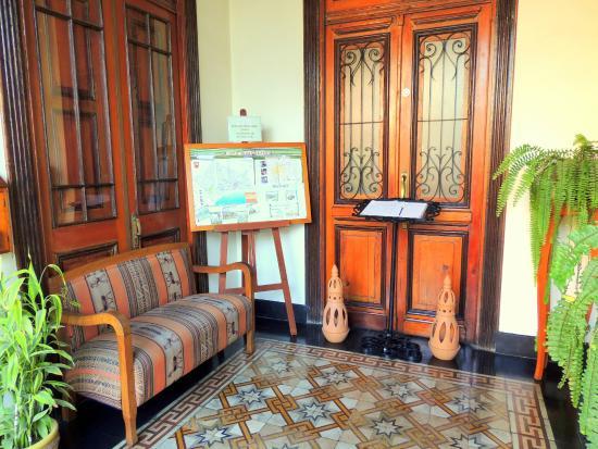 Lima Wari Suites: Entrance hall