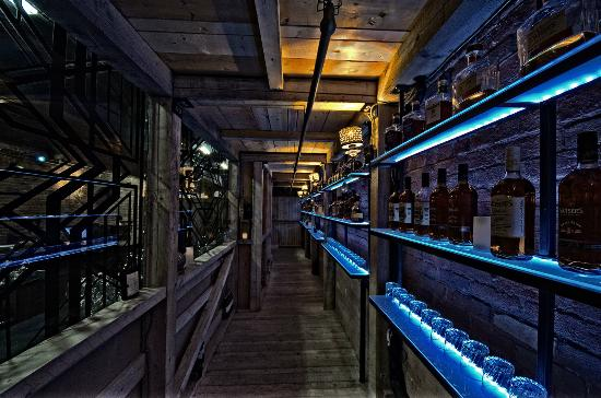 CC Lounge & Whisky Bar