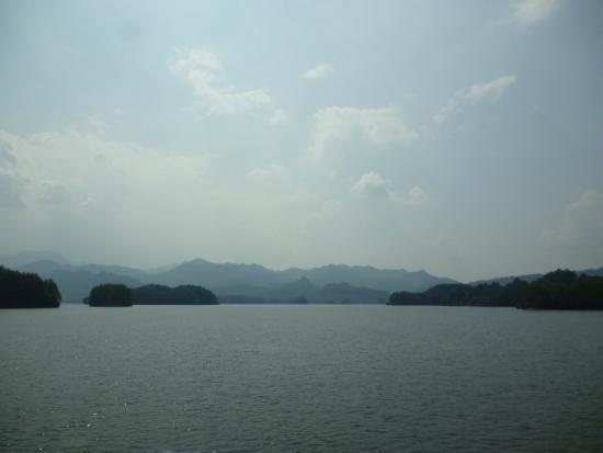 Taining County, China: Озеро