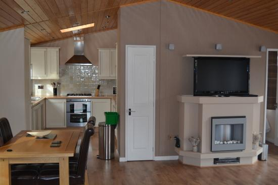 Loch Ness Highland Lodges : Dining & Kitchen Area