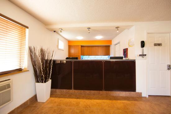 Super 8 Dubuque/Galena Area: Lobby