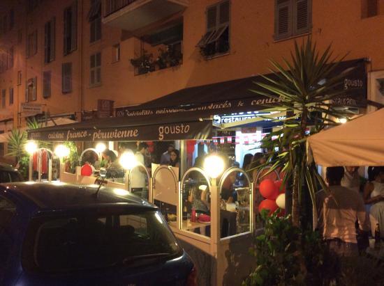 Gousto: Terrasse en soirée