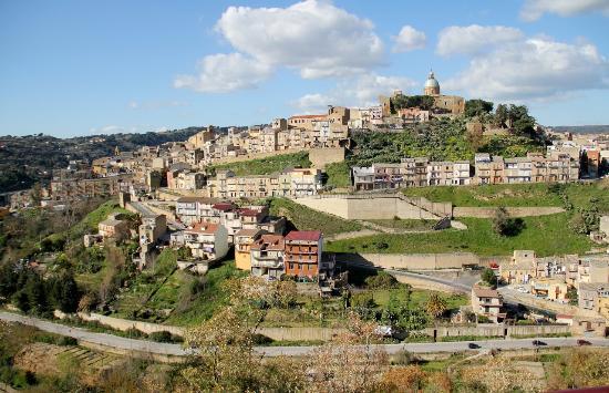 La Casa Sulla Collina D'oro: Blick von der Terrasse des Hauses auf die Altstadt von Piazza Amerina