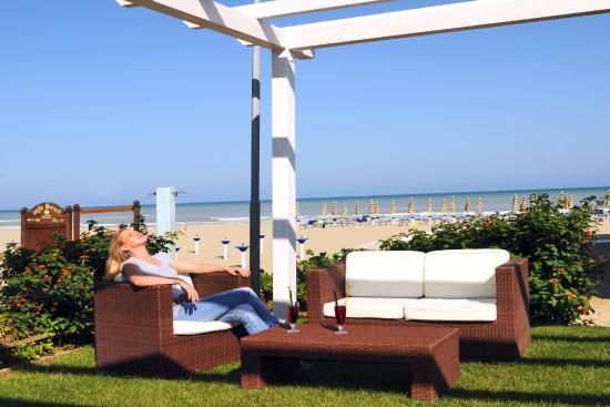 Hotel La Sirenetta: Spiaggia privata