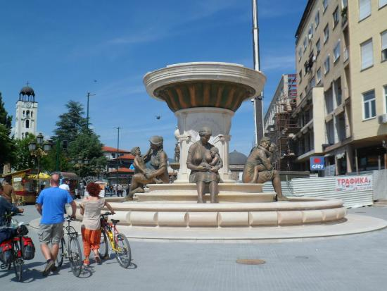 Fountain of the Mothers of Macedonia: The fountain