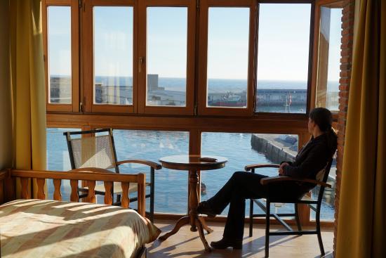 Pensión Katrapona: Viendo el puerto de Getaria desde la habitación