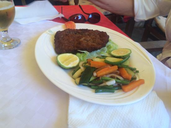 Aniellos: Cotoletta milanese with vegetables