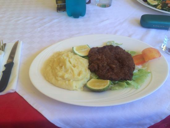 Aniellos: Cotoletta milanese with mashed potatoes