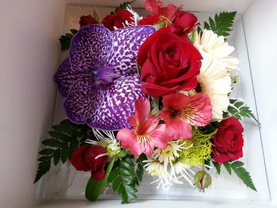 bouquet de fleurs pour une femme. Black Bedroom Furniture Sets. Home Design Ideas