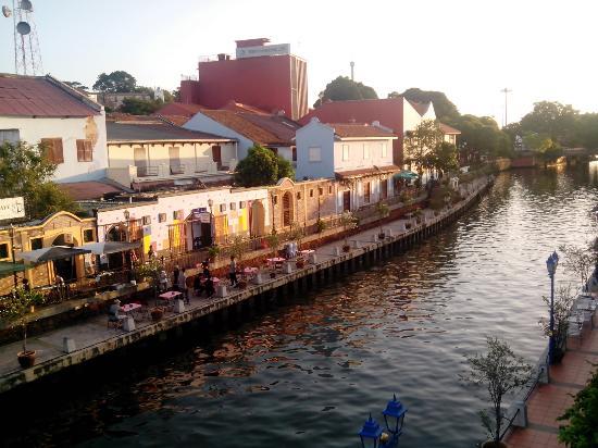 River Song Residence : roman ustinov