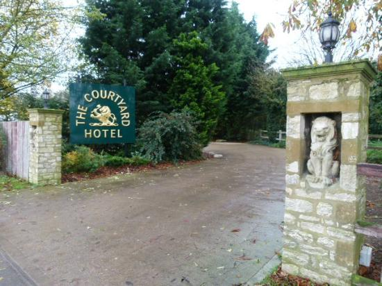 The Stanwick Hotel: The entrance to the car park.