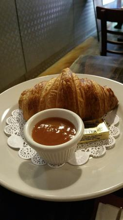 Cafe Bastille : Freshly made croissant
