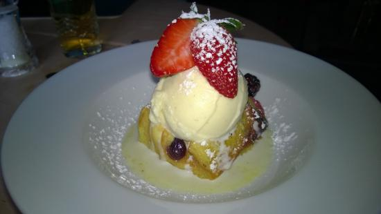 Ye Olde Dun Cow: The bread and butter pudding with ice cream