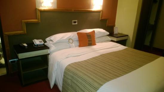 Hotel Patios de Lerma: Amplia habitación