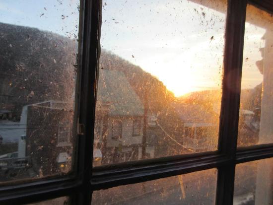 The Town's Inn: Sun rise from hotel window