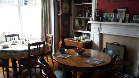 Averon House: Dining room
