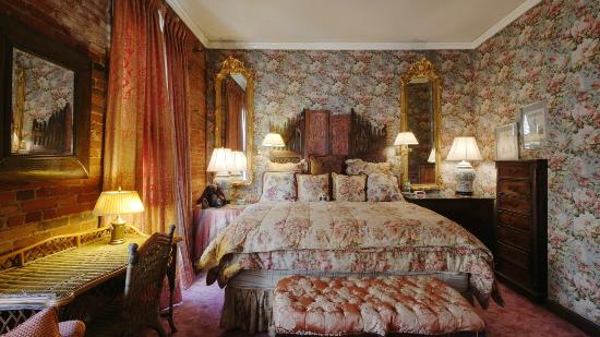 The Residence Hotel: The Chateau Suite