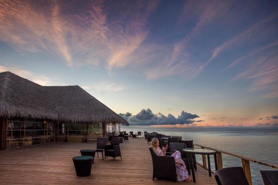 Eriyadu Island Resort: Main Bar Overview