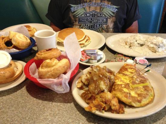 Lenny's Restaurant: Breakfast and Pastries!