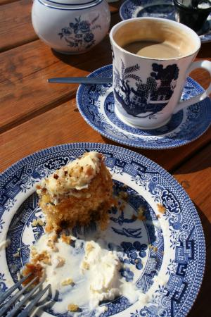 Yvonne's Cottage: Great coffee, amazing carrot cake!