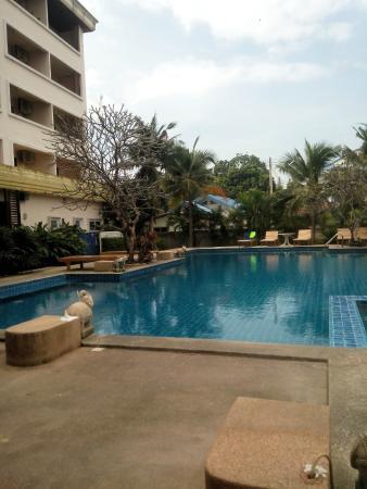 The Zen Hotel Pattaya: Бассейн