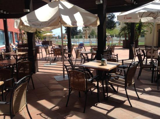 Bar extérieur - Foto van Pierre & Vacances Residentie Benalmadena ...
