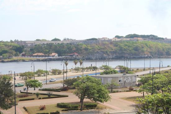 Casa Particular - Casa Fefita y Luis : View of the Malecon from the fifth floor