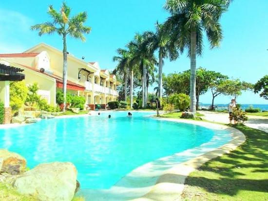 Vista Mar Beach Resort & Country Club: not so big swimming pool