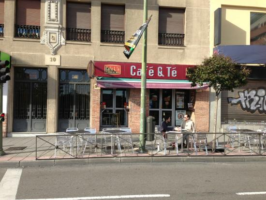 Cafe & Te: The outside of Cafe y Te