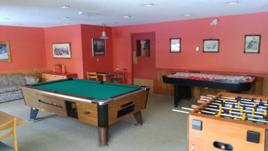 Idabel Lake, Canada: Games Room, Pool, Foosball, Ping Pong, Air Hockey