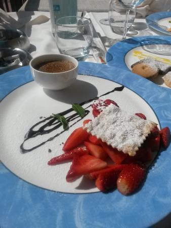 Ristorante Al Terrazzo: dessert alle fragole e crema di cioccolato