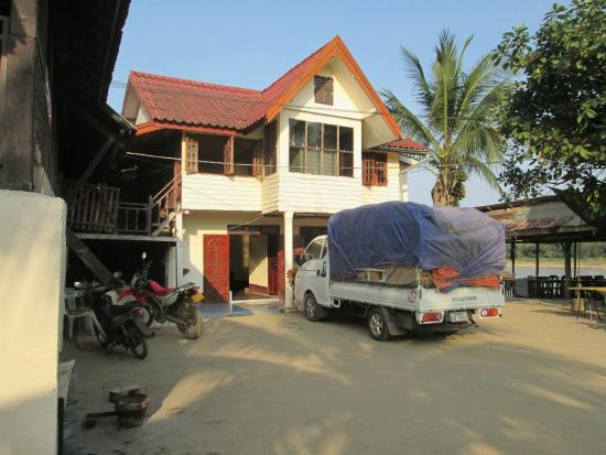 Pak-Lay, Laos: Other buildings on the grounds.