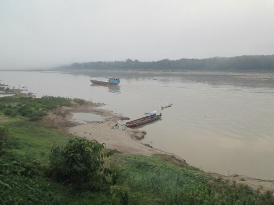 Pak-Lay, ลาว: View from Common Room North Up The Mekong