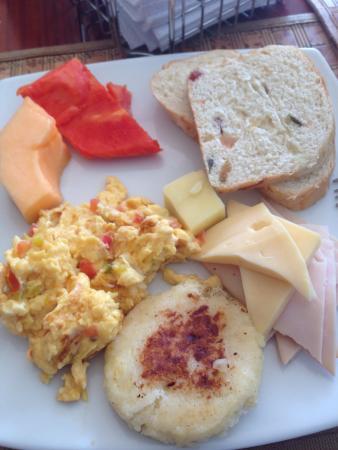 Santorini Hotel Boutique Santa Marta: Breakfast... some of the options.