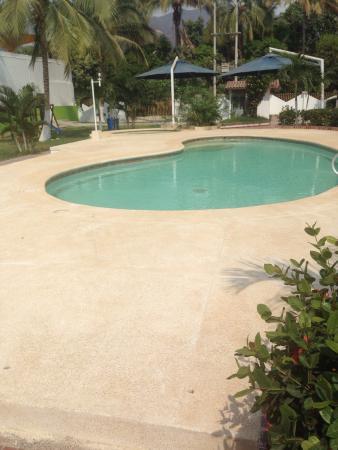 Santorini Hotel Boutique Santa Marta: Small pool could use some shade.