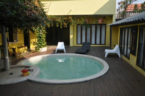 Smile House Guest House: piscine enfant guest house