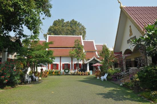 Smile House Guest House: temple juste à côté guest house