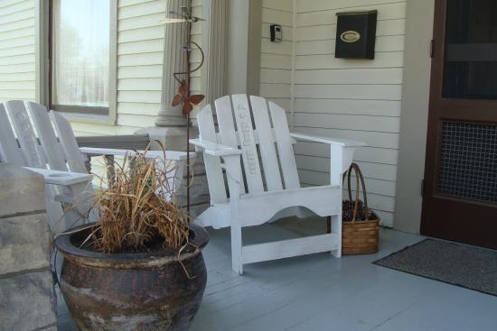 A.P. Green House Bed and Breakfast: Front Porch