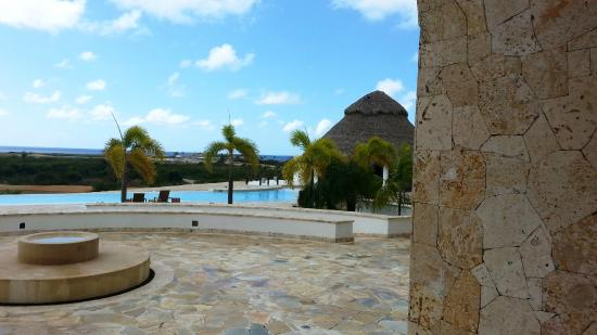 Xeliter Golden Bear Lodge Cap Cana: vista del lobby a las piscina