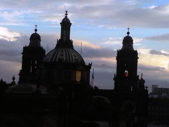 Hotel Catedral: Vista desde la terraza, la parte posterior de Catedral Metropolitana