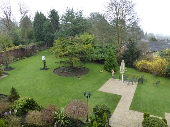 Alderley Edge Hotel: View of garden from room