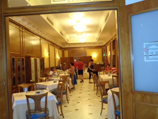 كاتاني بالاس هوتل: Café da Manhã