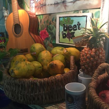 Beet Box Cafe: Fun atmosphere with all organic food