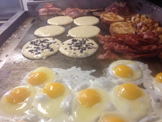 Handy's Lunch: Breakfast grillcam