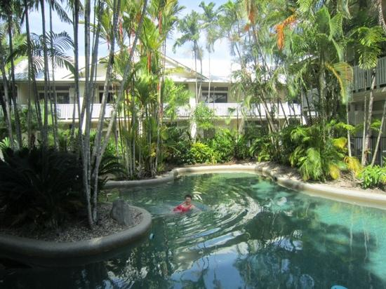 Port Douglas Retreat : The pool is just the place to relax