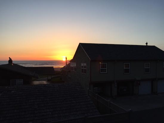 Ocean Inn at Manzanita: Life's a beach
