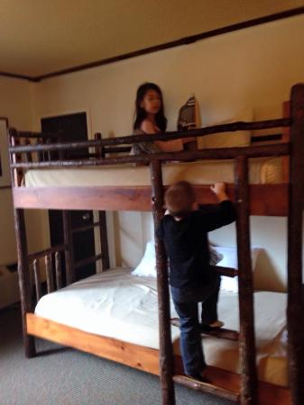 Rocking Horse Ranch Resort: Bunk beds in room